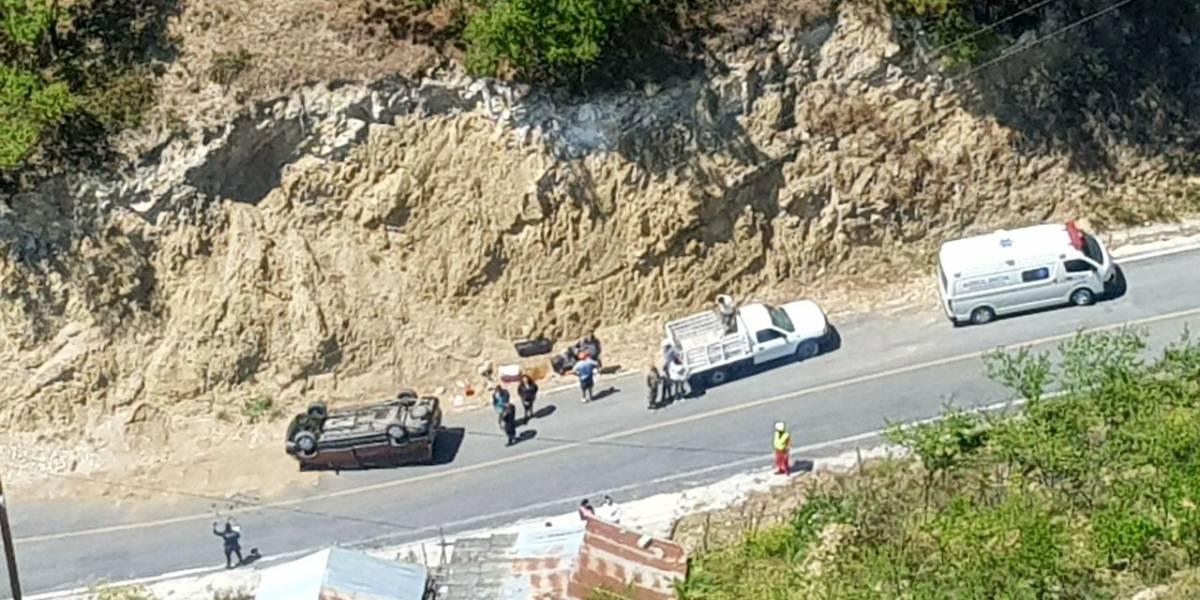 Deja seis lesionados volcadura en Santiago, Nuevo León