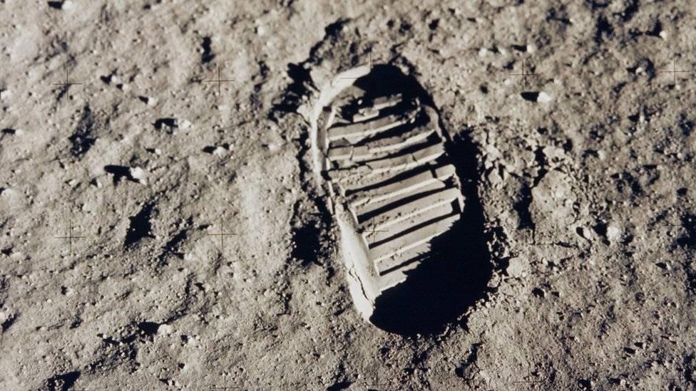 La primera gran victoria de los estadounidenses frente a los soviéticos en la carrera espacial ocurriría recién el 20 de julio de 1969 con la llegada del ser humano a la Luna. AFP / NASA