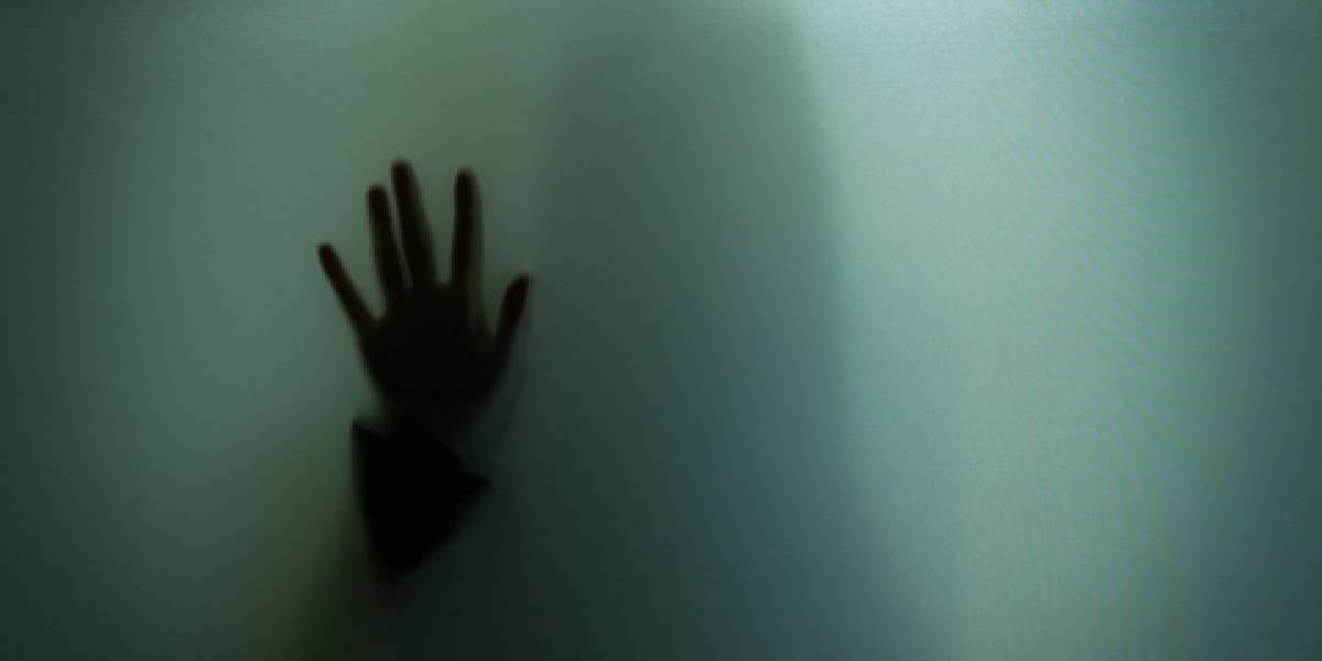 Una turba desnuda, pega y pasea a dos sospechosos de violar a una menor de edad