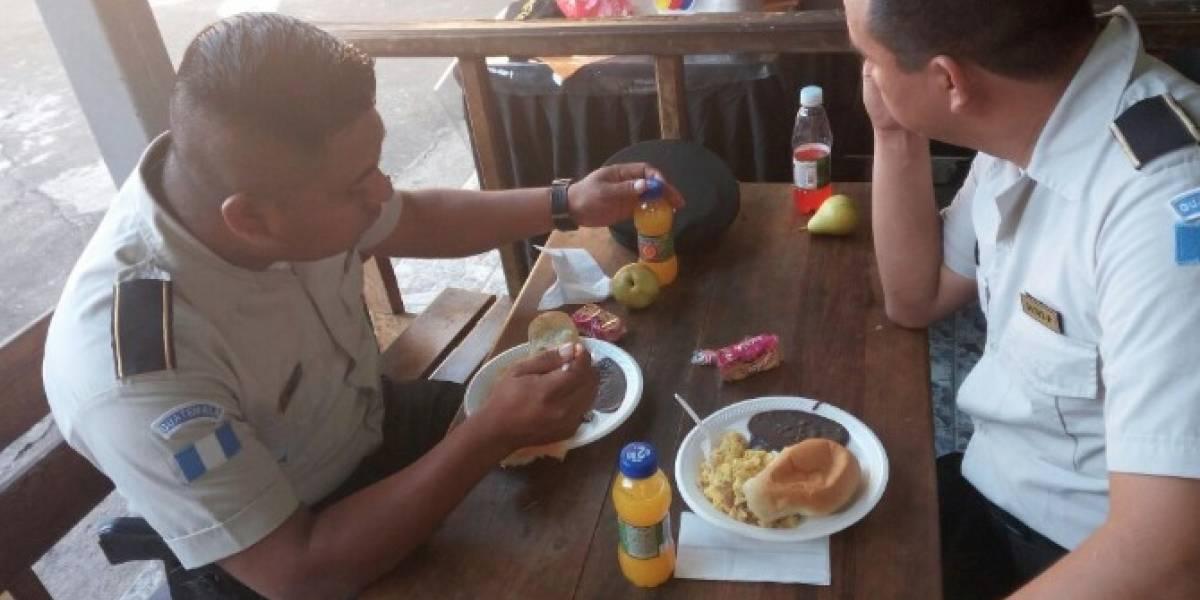 PNC comparte fotos de la alimentación que reciben los agentes destacados