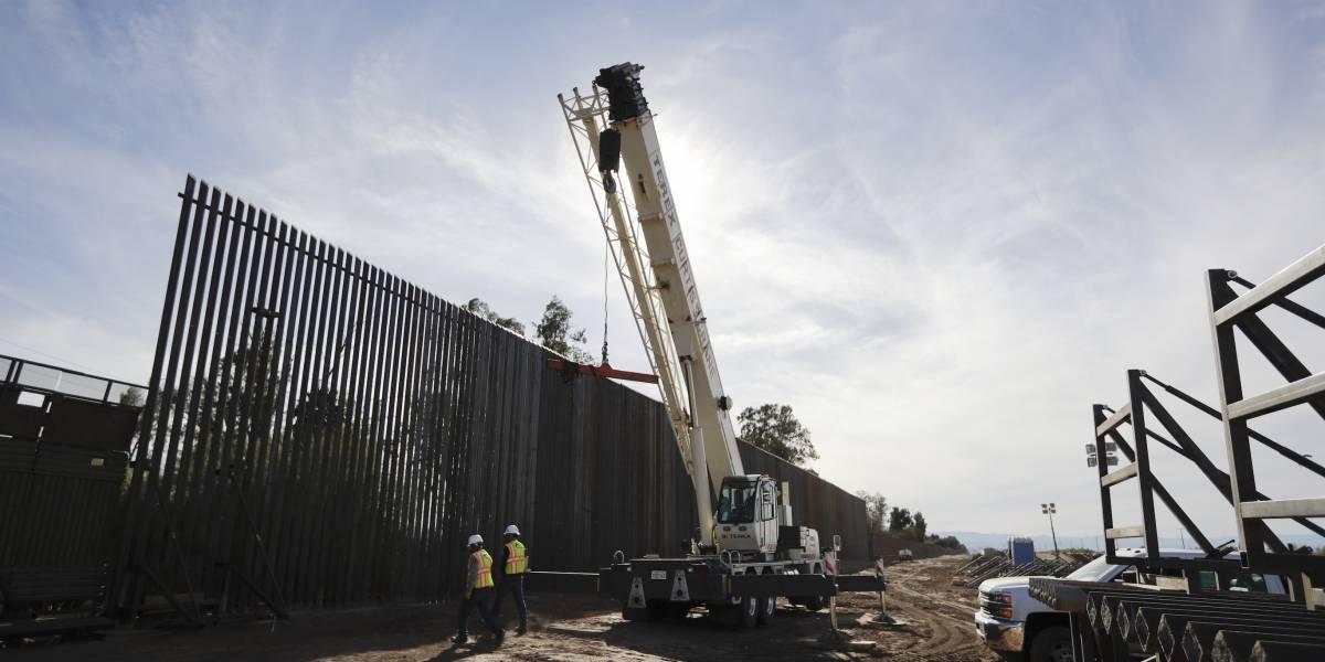 Trump ordena reforzar 106 kilómetros de vallas fronterizas con México