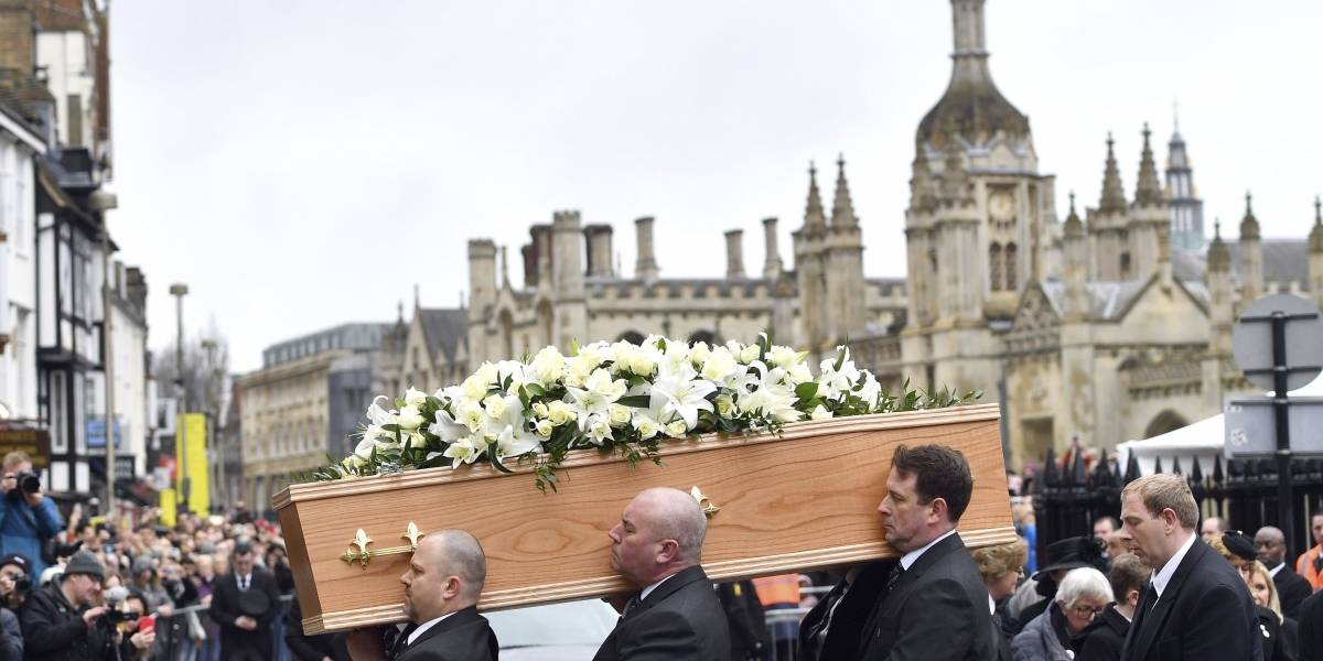 Cientos de asistentes despiden a Stephen Hawking en su funeral