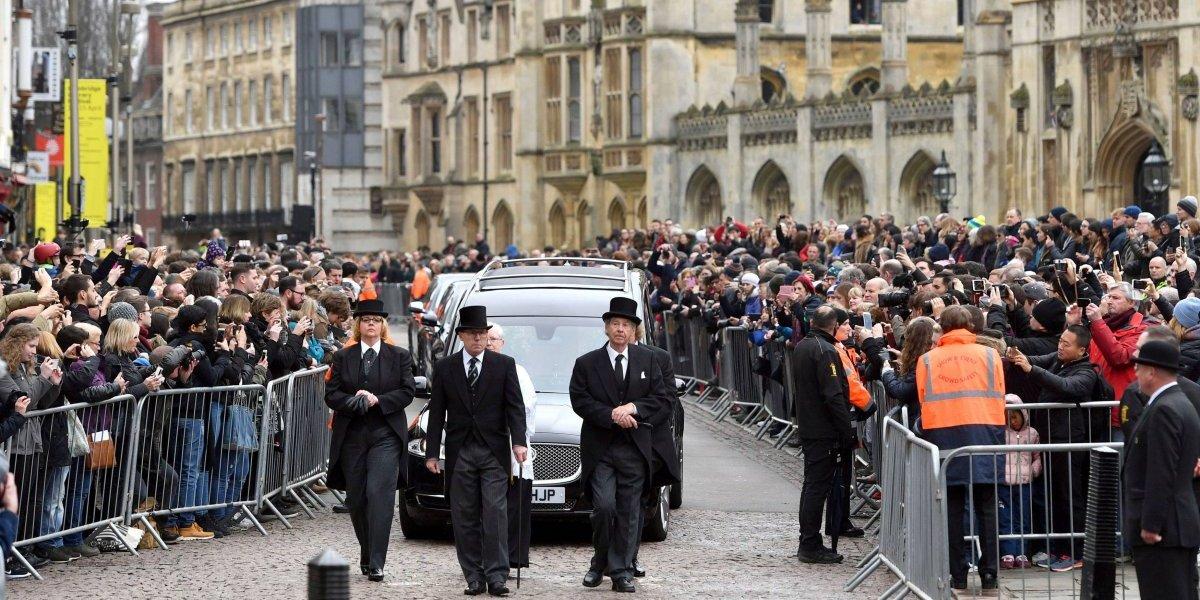 Cientos celebran los logros de Stephen Hawking en su funeral