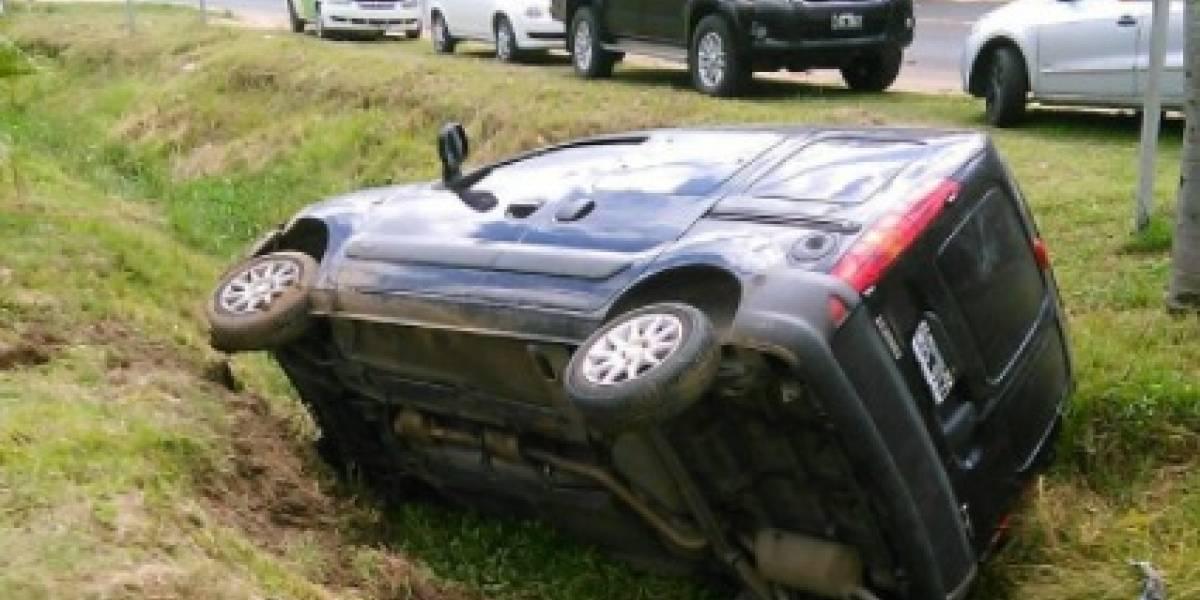 Pillaron a policía argentino con media tonelada de marihuana: volcó el auto al de intentar evadir un control preventivo