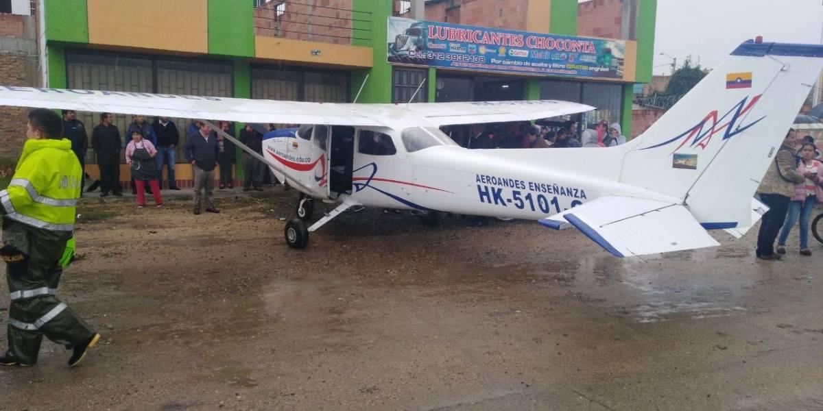 Avioneta aterrizó de emergencia en plena carretera Bogotá - Tunja