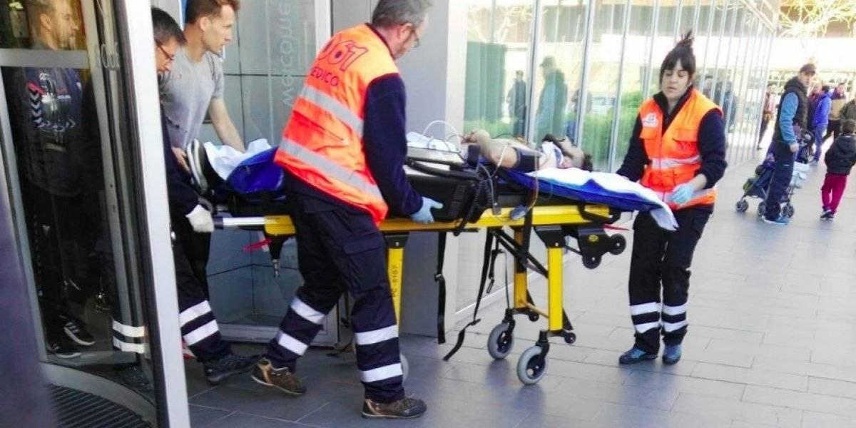 Futbolista español sufre aparatosa caída desde tercer piso de un hotel