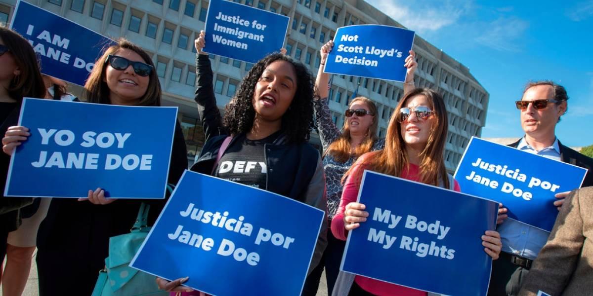 Jueza: Gobierno de EE. UU. no puede impedir a migrantes abortar