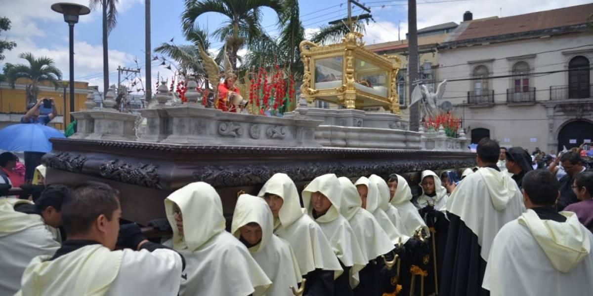La réplica del Cristo del Amor recorre el Centro Histórico en brazos de los más jóvenes