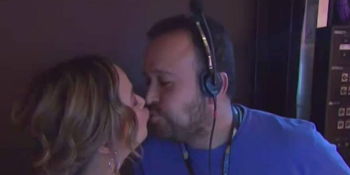 """Adamari planta """"beso de amigo"""" a un productor"""