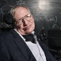 Hace 20 años Stephen Hawking predijo que la mutación de un virus podría acabar con la población del mundo