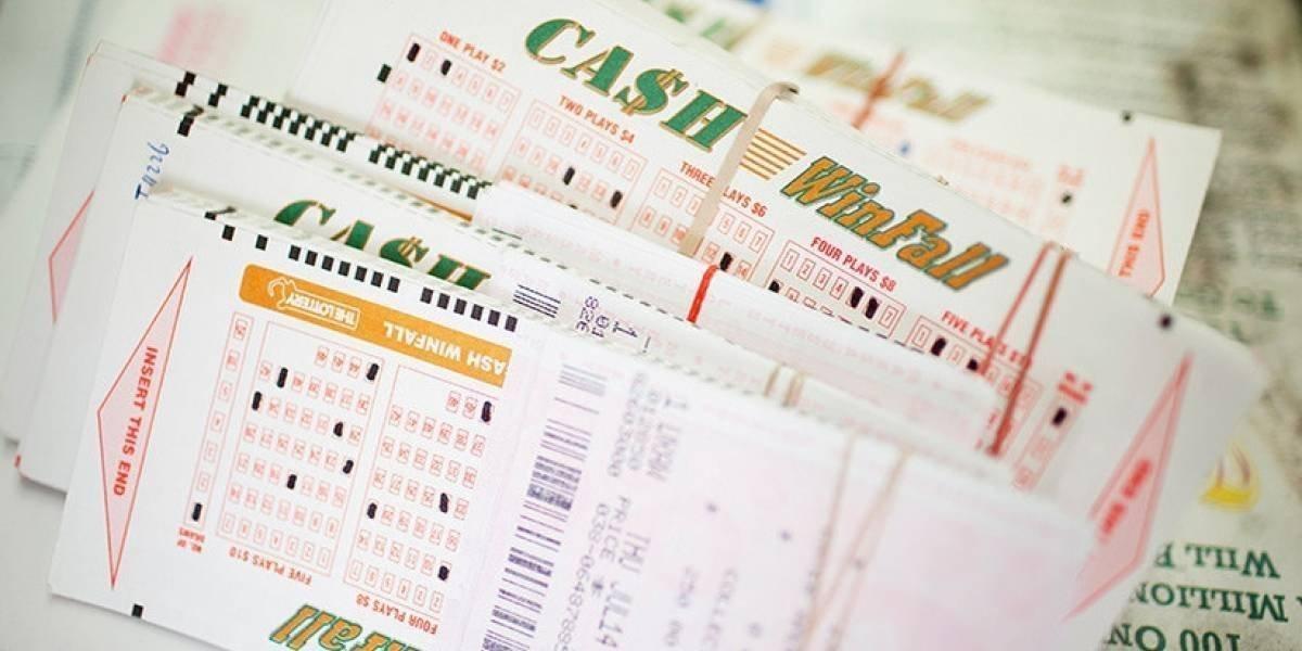 Hombre gana 13 millones de dólares en la lotería y se burla de su expareja