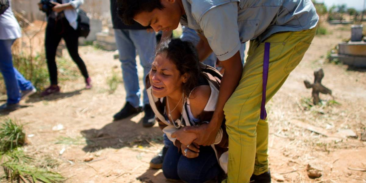 Después del silencio Maduro anuncia investigación contra cinco policías por la muerte de 68 personas en comisaría venezolana