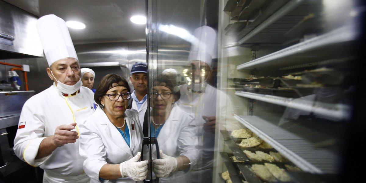 Insectos: Seremi de Salud cierra emblemático restaurant del Mercado Central