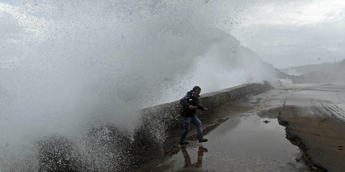 Armada emite alerta de marejadas entre la región de Arica y Aysén