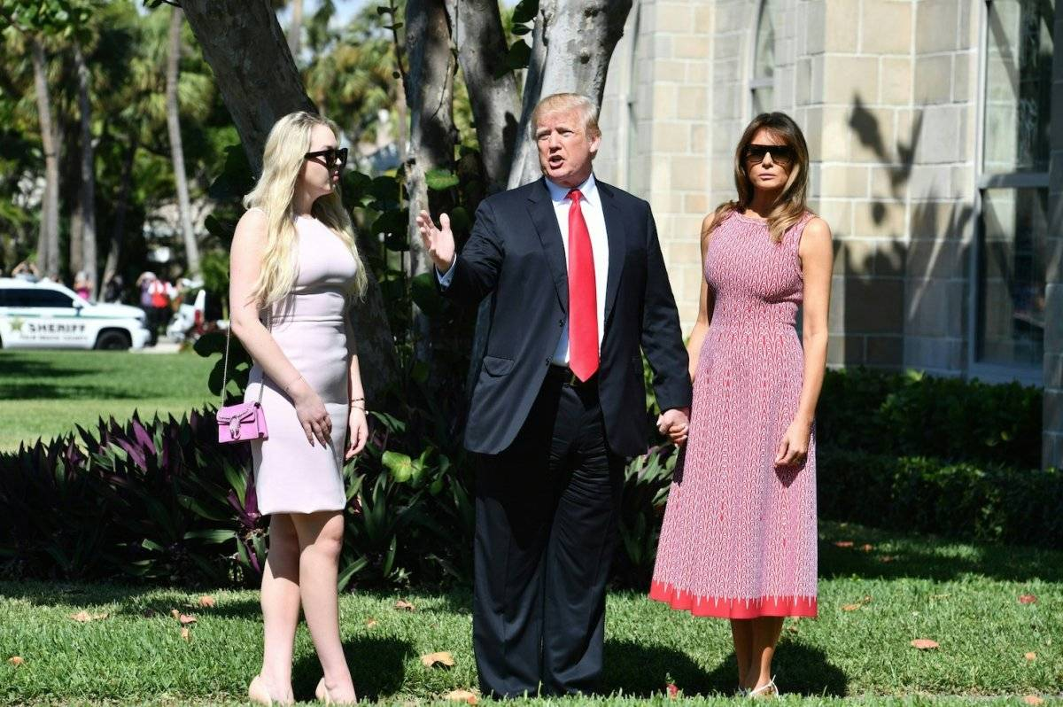 Donald Trump y Melania Trump asisten al servicio religioso de Pascua en Church of Bethesda-by-the-Sea, en Palm Beach, Florida. Foto: AFP
