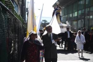 Esposos Santizo en la procesión de Jesús Resucitado de El Calvario