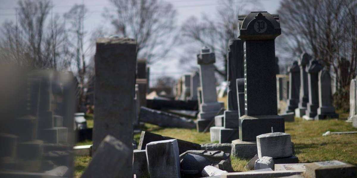 Inglaterra: ¿Por qué las personas abren tumbas para dormir en ellas?