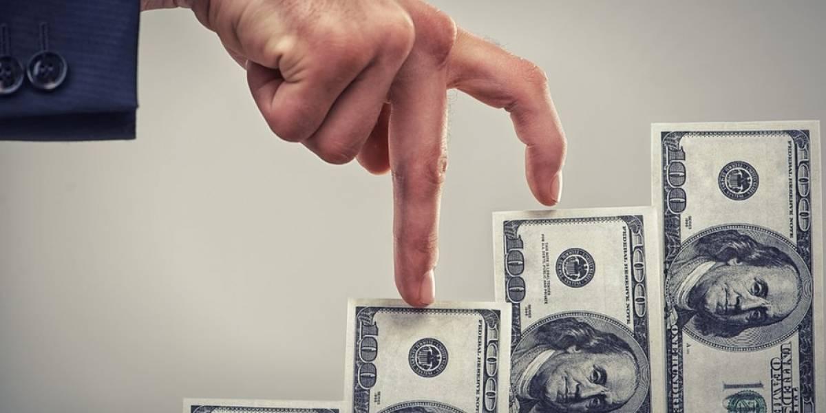 Preocupante situación del dólar: alcanza nueva barrera y parece no parar