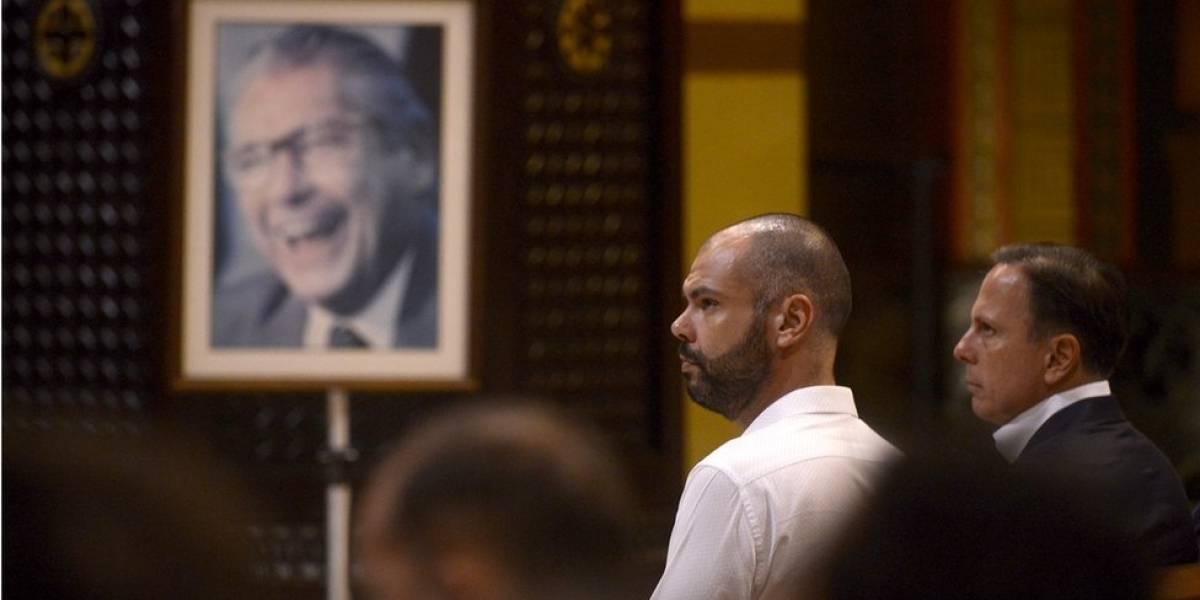 """Neto de Mário Covas e """"baladeiro"""": quem é o futuro prefeito de SP com saída de Doria"""