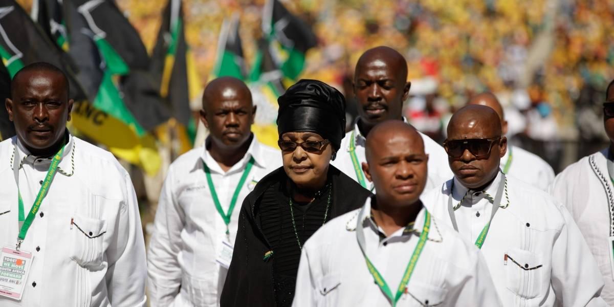 Muere la activista y exesposa de Nelson Mandela, Winnie Mandela