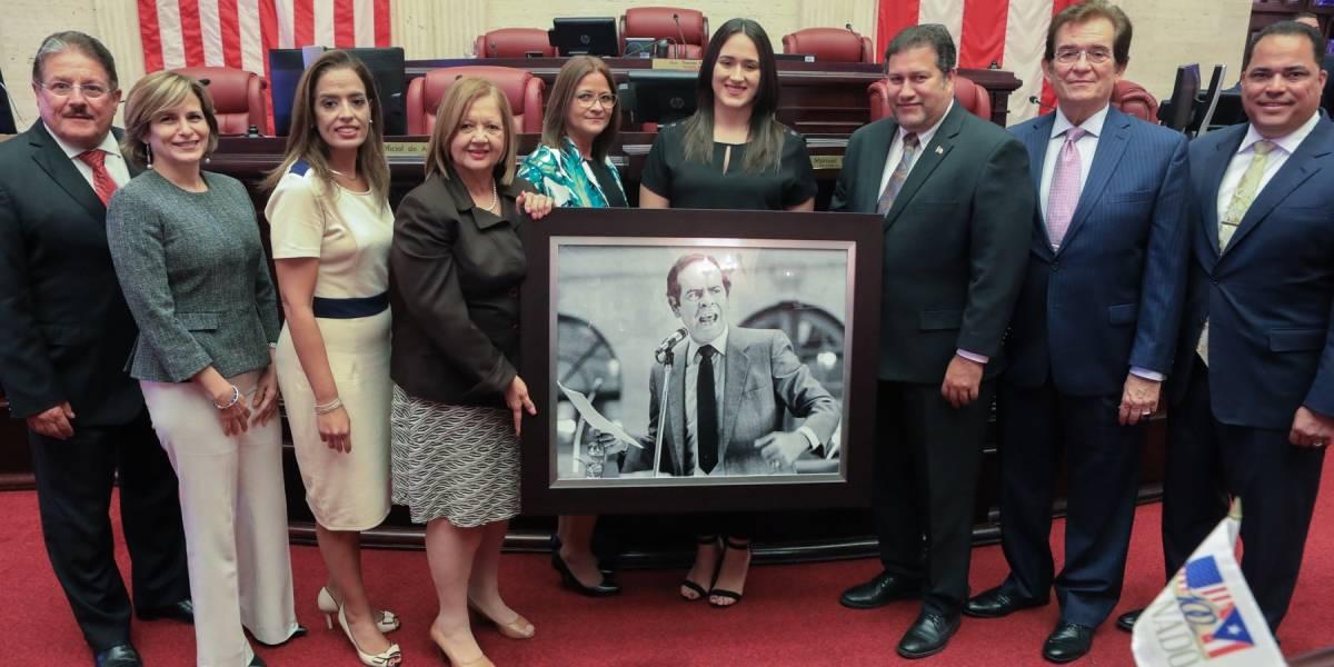 Legisladores hacen homenaje póstumo al exsenador Sergio Peña Clos