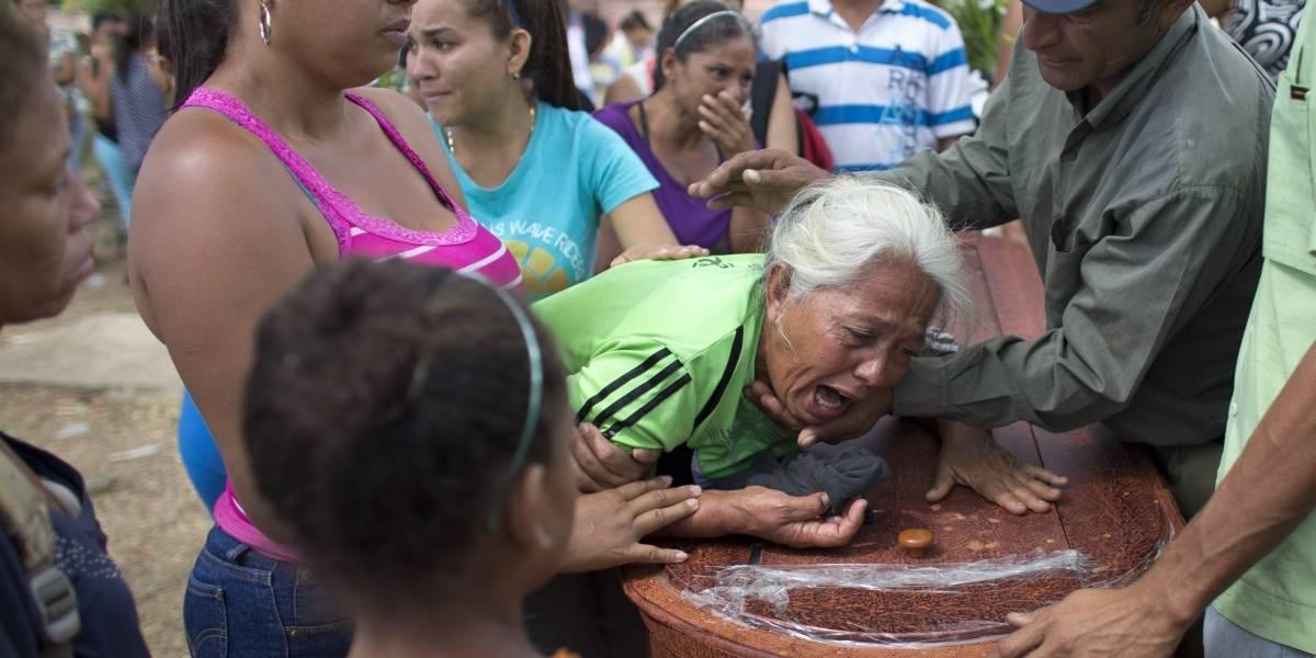 Exigen a Maduro repetir autopsias de 68 quemados en comisaría de Carabobo