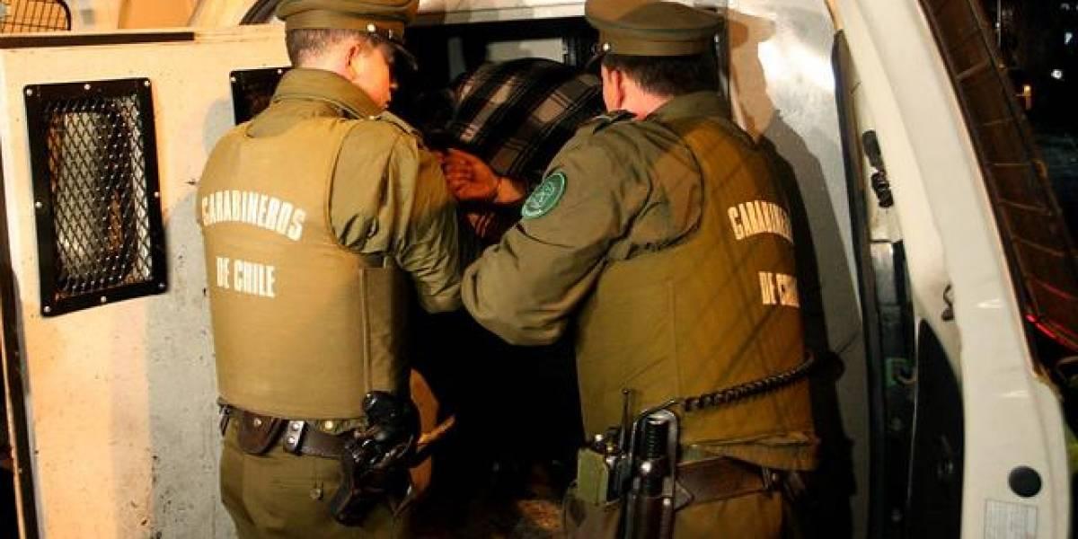 Fueron pillados con las manos en la masa: tres detenidos deja robo de queso rallado en pizzería de Providencia
