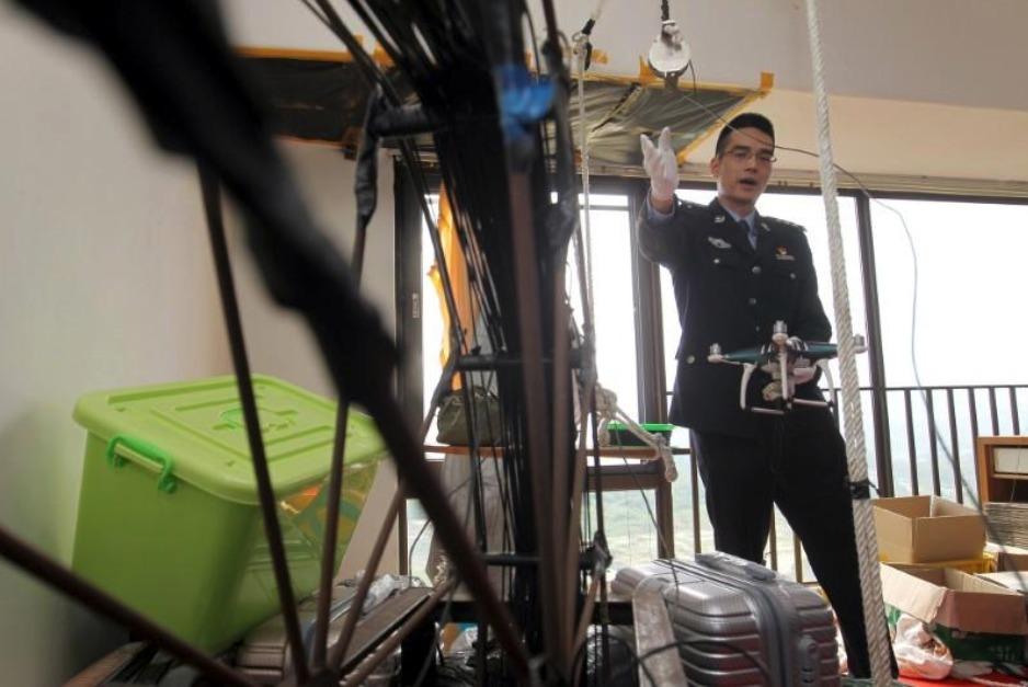 Capturan a banda que usaba drones para traficar móviles