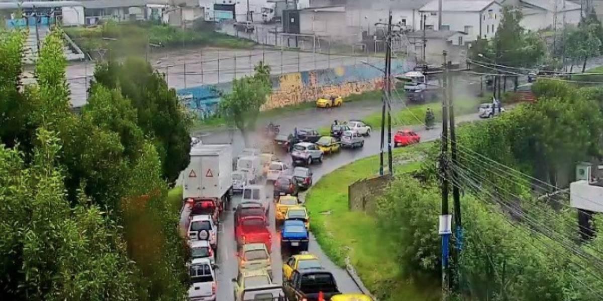 Quito: se reporta acumulación de lluvia en la avenida Eloy Alfaro y Aceitunos