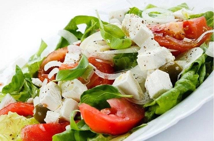 Ensalada de tomate, espinaca y mozzarella