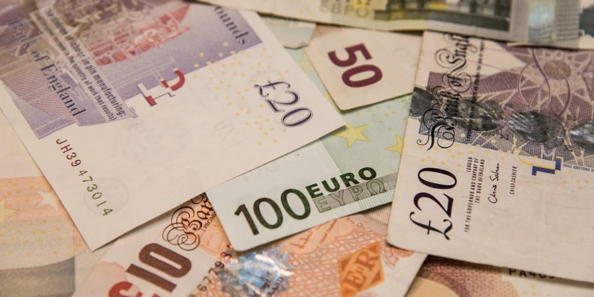 """Anciana de 90 años perdió 100 mil euros en un taxi, los encontró """"milagrosamente"""", pero no se los devolvieron y ahora la investigan por blanqueo de dinero"""
