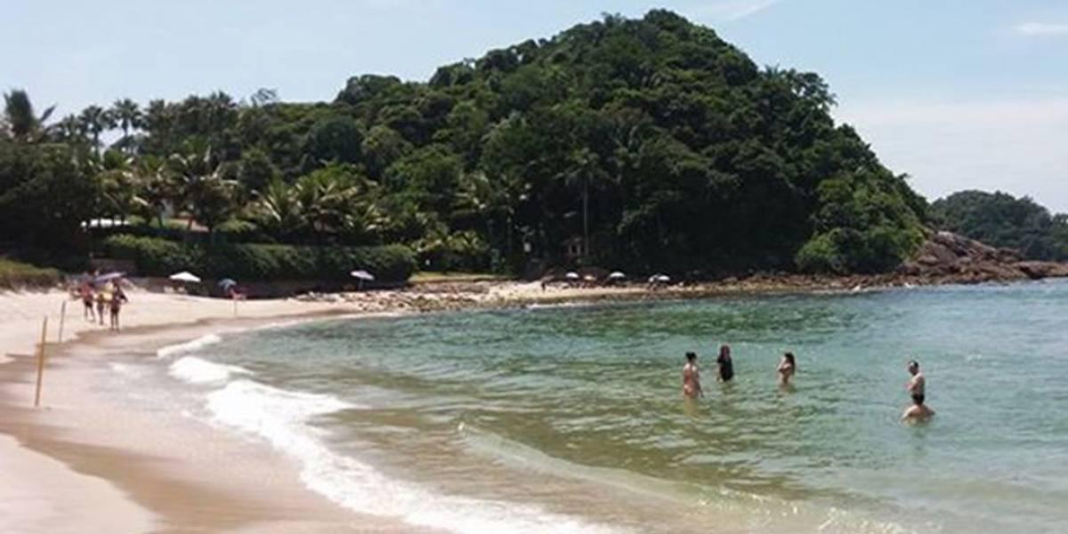 Turista tem braço amputado após ser atingida por barco no Guarujá