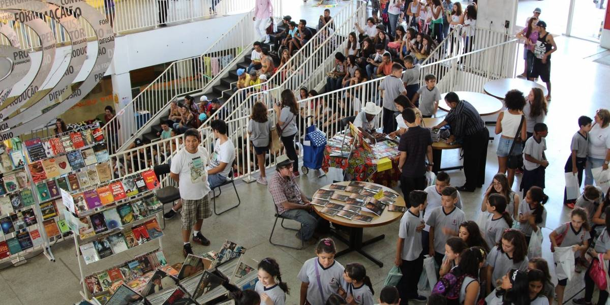 Feira na zona norte de São Paulo tem desconto em livros de 50%