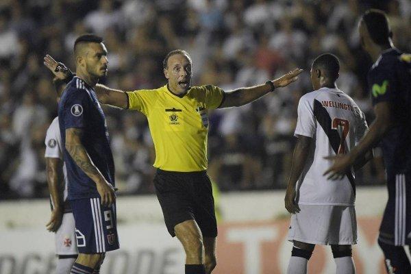 El uruguayo Fedorczuk estuvo en el duelo entre la U y Vasco en Brasil / Foto: Getty Images