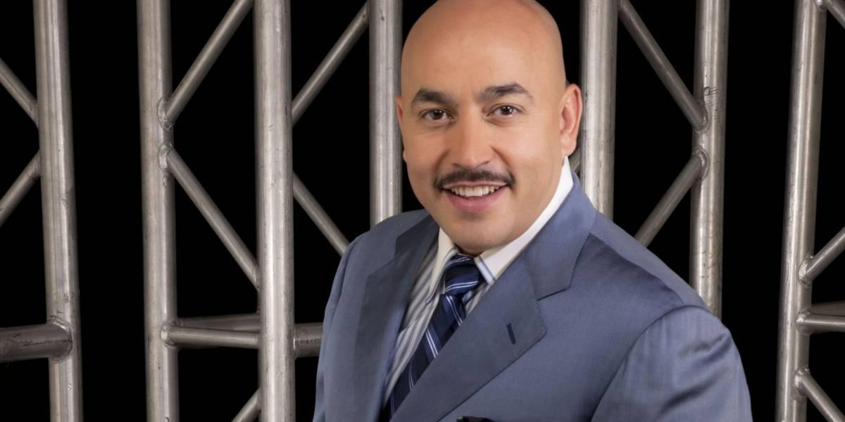 Lupillo Rivera pone a vender mandarinas a sus hijos