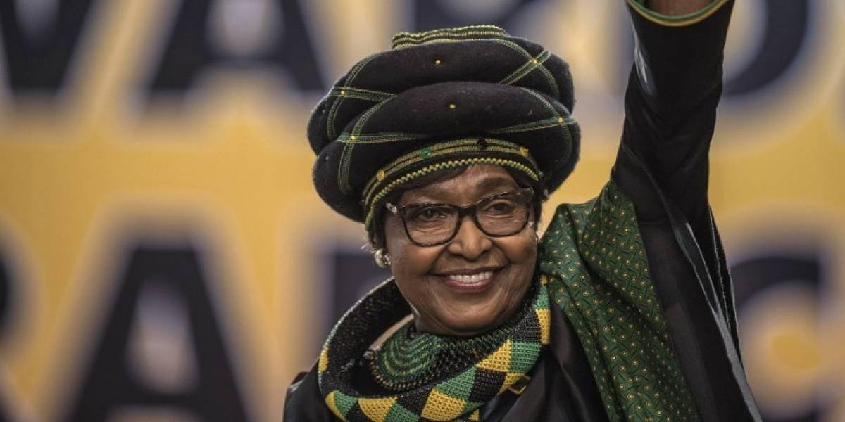 Muere Winnie Mandela, exesposa de Nelson Mandela