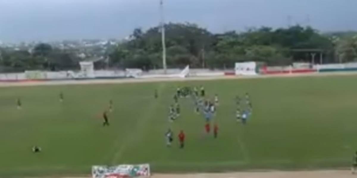 En video: Padres de familia atacan a árbitro por resultado de partido de fútbol infantil