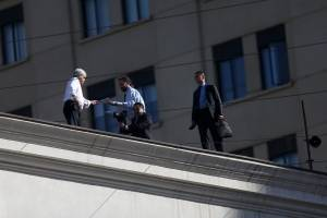 Presidente Piñera en una arriesgada acción en el techo de La Moneda