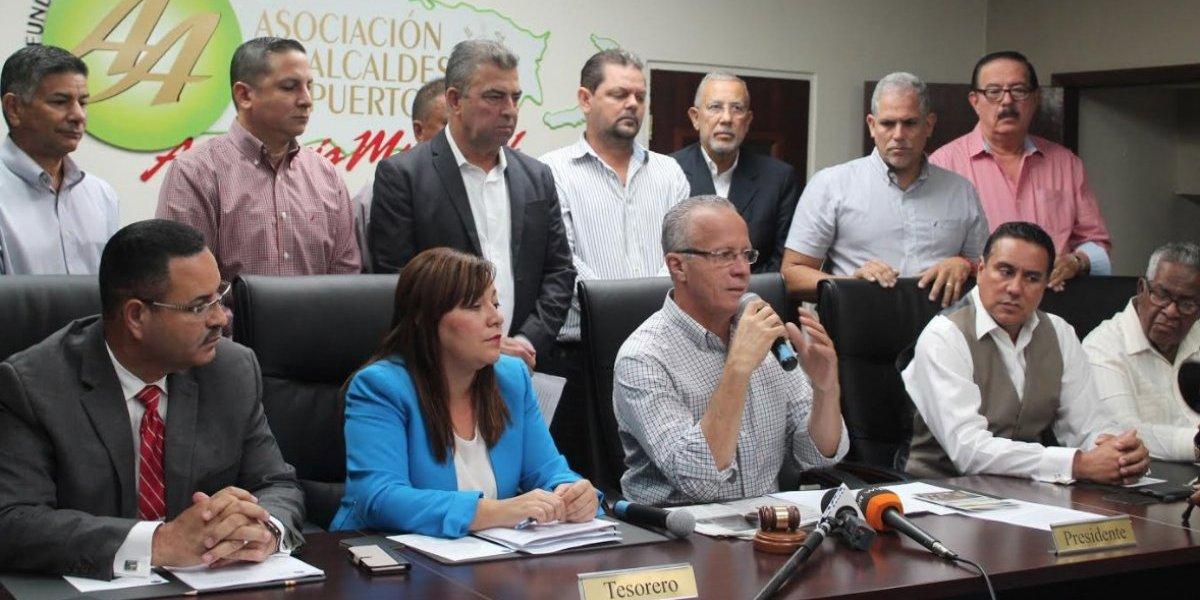 Piden a Rosselló que sea igual de exigente con JCF en caso de los municipios