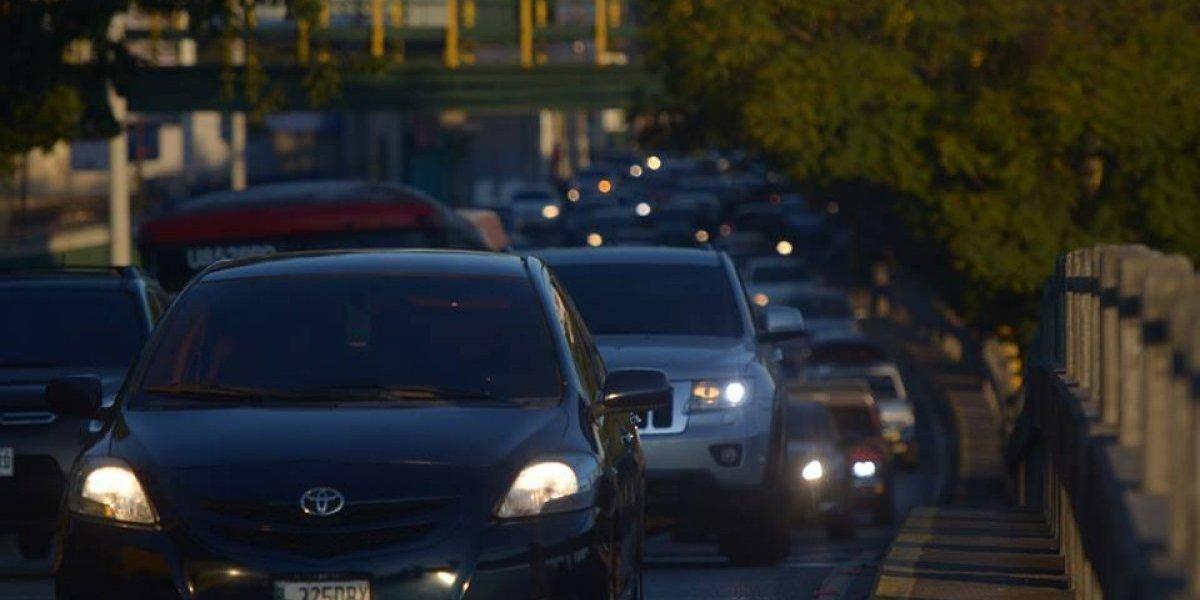 Lluvia e incidentes viales complican el tránsito este jueves