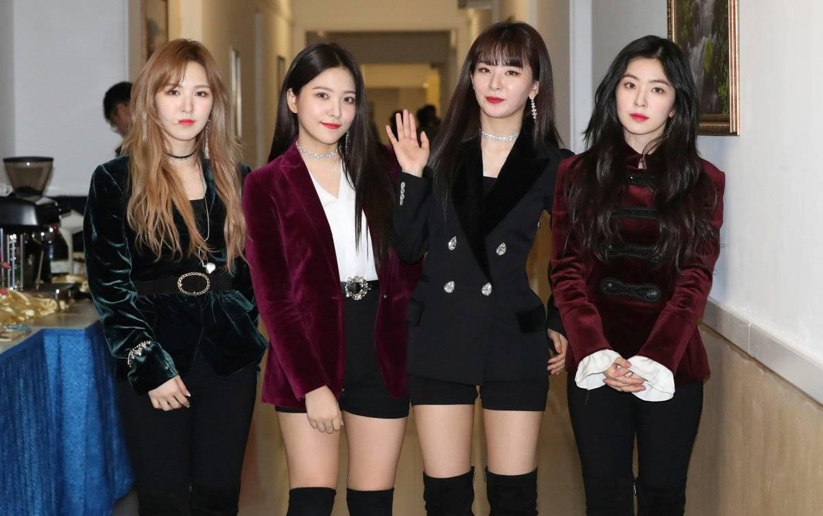 Líder norcoreano asiste a concierto de cantantes surcoreanos