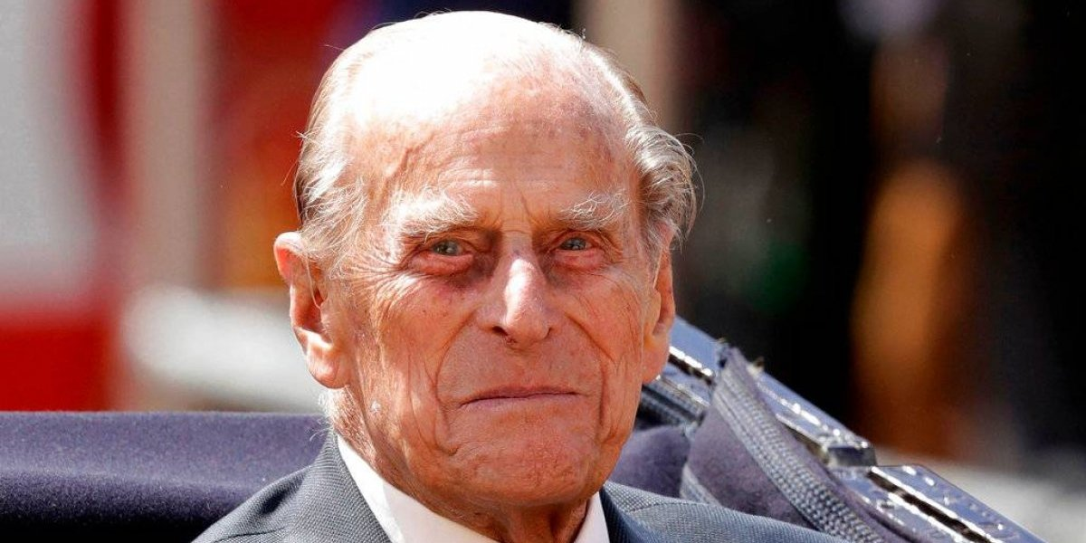 Príncipe Felipe ingresa al hospital