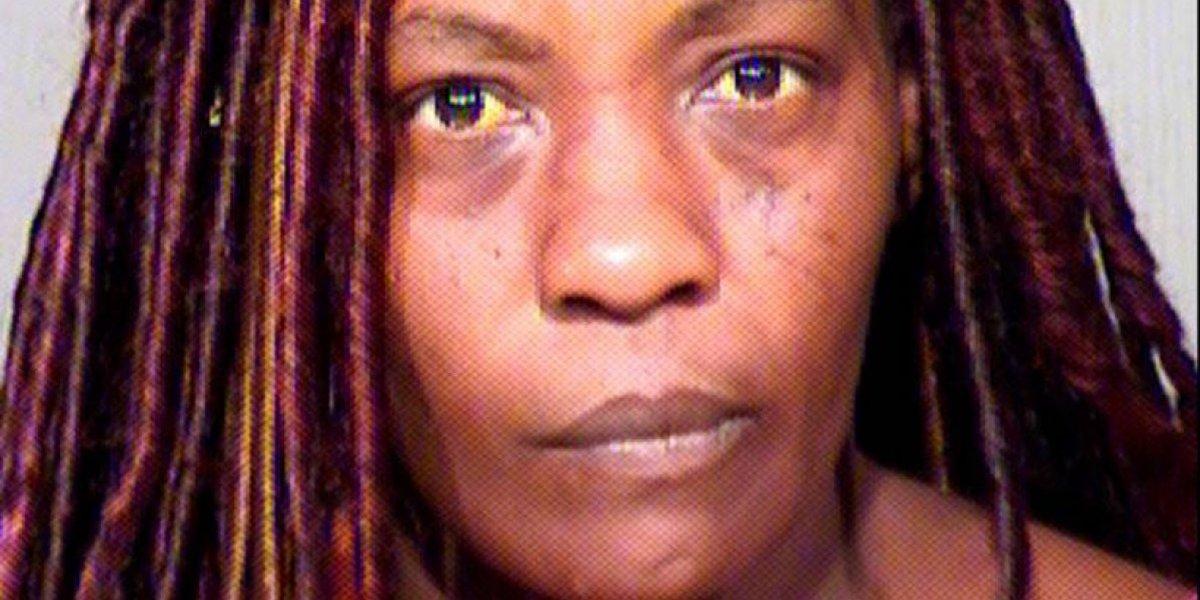 Madre usa pistola eléctrica para despertar a su hijo