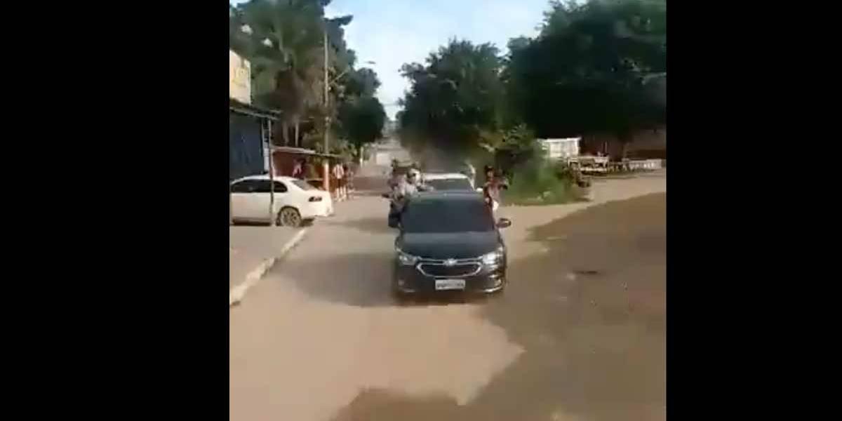 Bandidos fazem vídeo circulando com fuzis em comboio na Baixada Fluminense