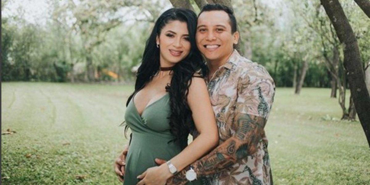 Edwin Luna muestra el embarazo de la modelo guatemalteca con una foto desnuda