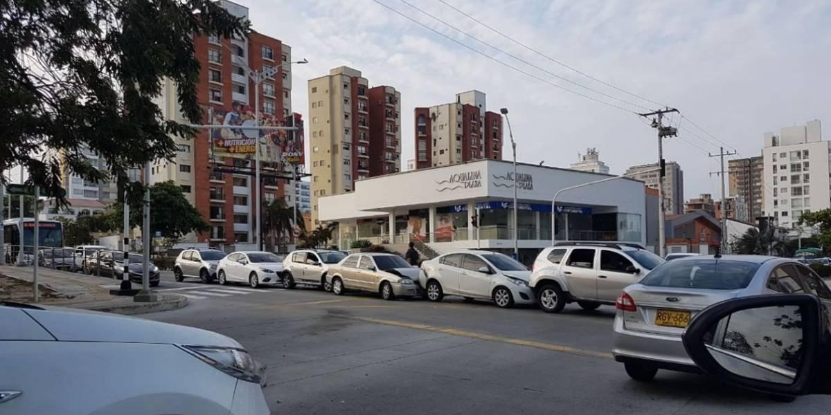 Con efecto dominó se chocaron siete vehículos en Barranquilla