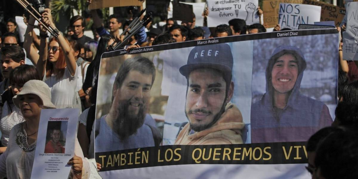 Protestan en GDL para exigir la aparición con vida de estudiantes