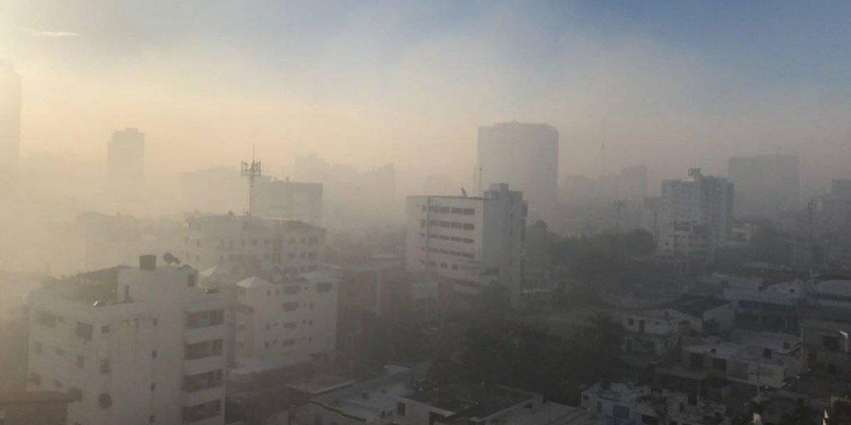 Incendio en vertedero cubre de humo parte de la capital dominicana