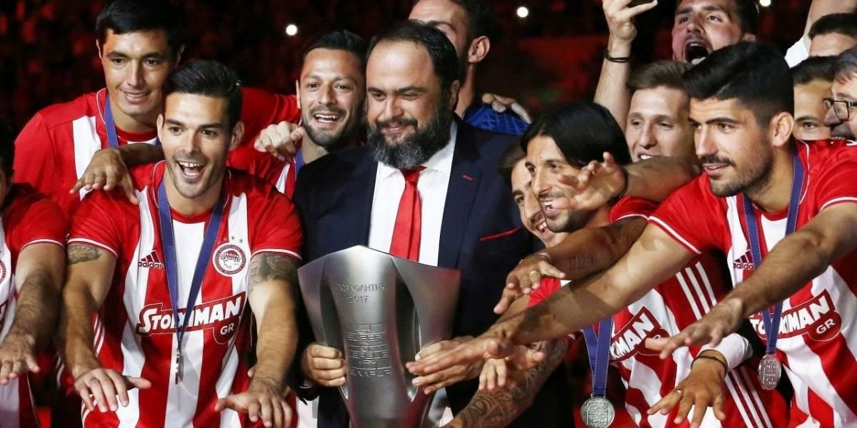 Una locura: Dueño del Olympiakos se aburrió de sus jugadores, los mandó de vacaciones y jugará con la filial