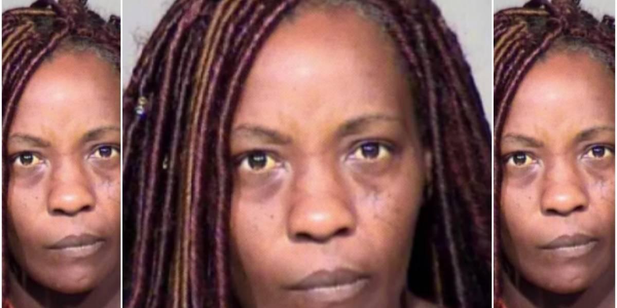 """Le dio un """"toque divino"""": madre despertó a su hijo que se quedó dormido en la iglesia dándole una descarga con una pistola eléctrica"""